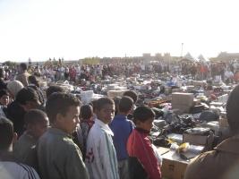 Remise des fournitures au enfants marocains